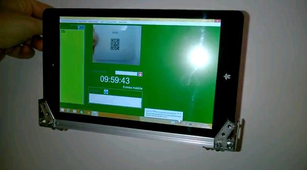 Supporto da muro per tablet con Timbracam